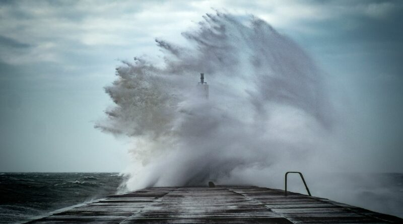 Опасна буря в Англия