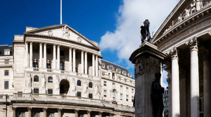 Централната Банка на Англия намалява Основния Лихвен процент